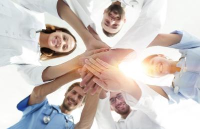medical professionals showing teamwork